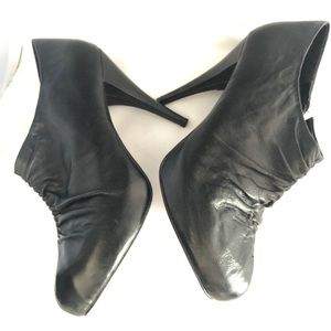Steve Madden Shoes - Steve Madden Black Leather Ruched Heel - Size 10